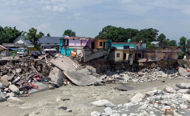 בתים הרוסים בהודו אחרי הצפות בכפר צ'טרו (צילום: רויטרס)