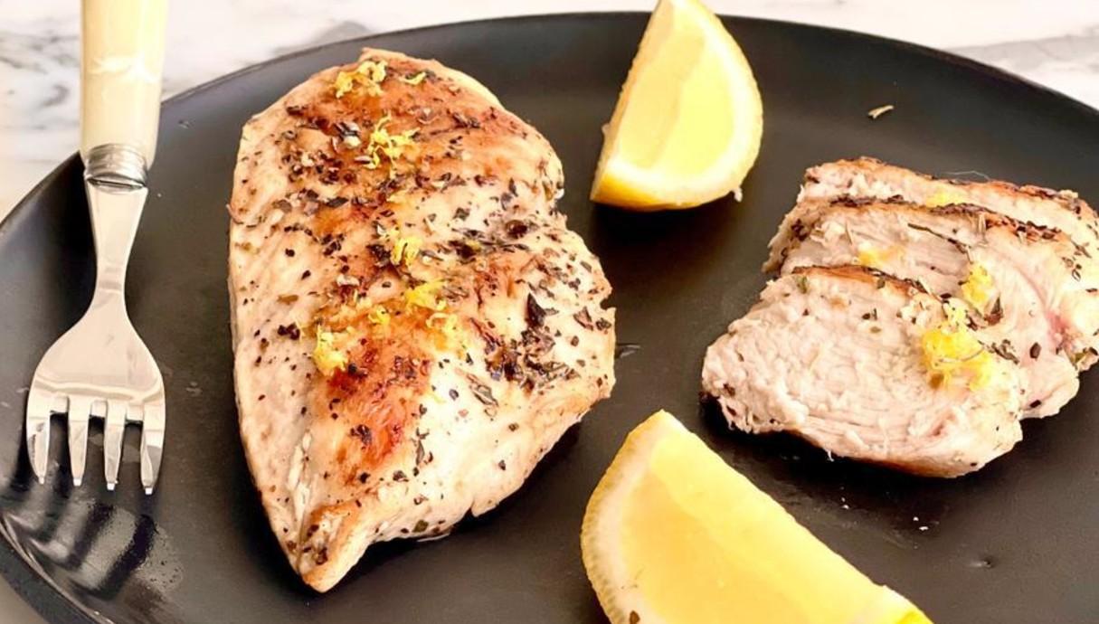 חזה עוף יווני במחבת