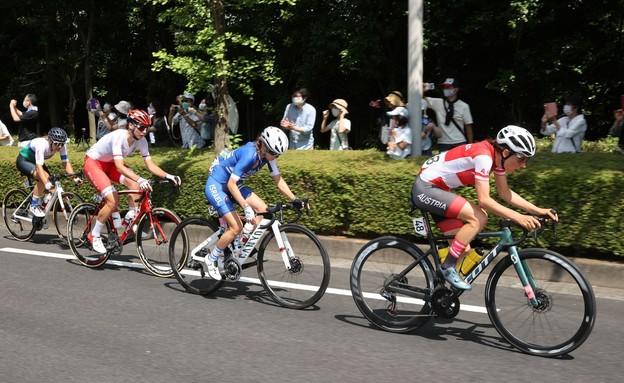 עומר שפירא אופני כביש (צילום: רויטרס)