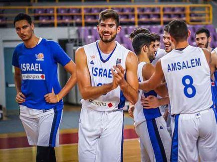 שחקני העתודה. סיימו עם חיוך (FIBA.COM) (צילום: ספורט 5)
