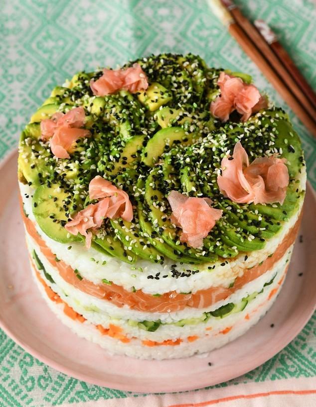עוגת סושי (צילום: רחלי קרוט)