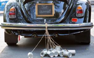 רכב חתונה - just married (צילום: shutterstock by Phaendin)