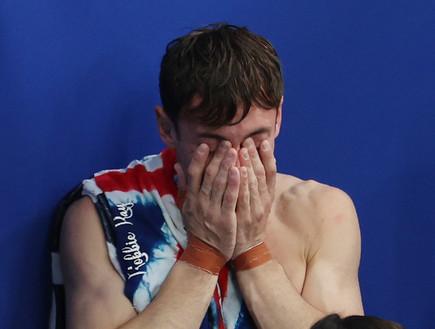 טום דיילי לאחר זכייתו במדליית זהב (צילום: Al Bello, GettyImages)