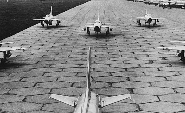 המטוסים לפני המראה (צילום:  Bettmann, GettyImages)