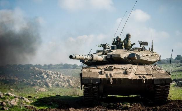 """טנק צה''ל בצפון (צילום: דובר צה""""ל )"""