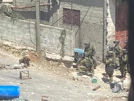 """עימותים בין פלסטינים לכוחות צה""""ל בבית אומר"""