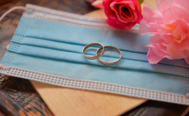 חתונה קורונה (צילום: shutterstock by Nastya_Korchagina)