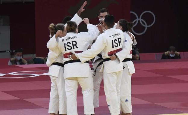 נבחרת ישראל בג'ודו לפני הקרב מול הנבחרת הרוסית (צילום: עמית שיסל)