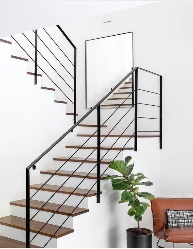 פרויקט מראות, ג, מראה של bubu.co.il בגרם המדרגות, עיצוב ליטל נעים (צילום: oren amos photography)