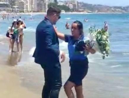 ים של אהבה: הצעת נישואים יוצאת הדופן של קצינת משמר החופים