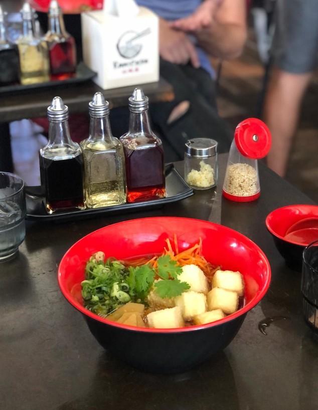 אגאדששי טופו - ראמן צמחוני (צילום: ניצן לנגר, אוכל טוב)