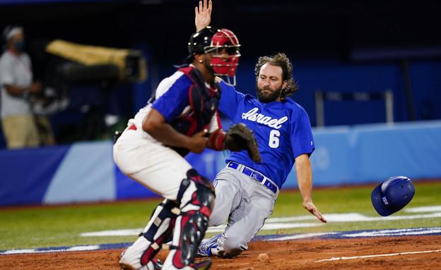 זאק פנפראסה במשחק בייסבול (צילום: AP)