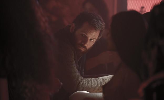 """גל תורן, """"פגע וברח"""" (צילום: Jojo Whilden/Netflix, יחסי ציבור)"""
