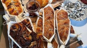 עוגות שמרים וחלות של דניאל קיציס (צילום: מתוך האינסטגרם daniellekitzis)