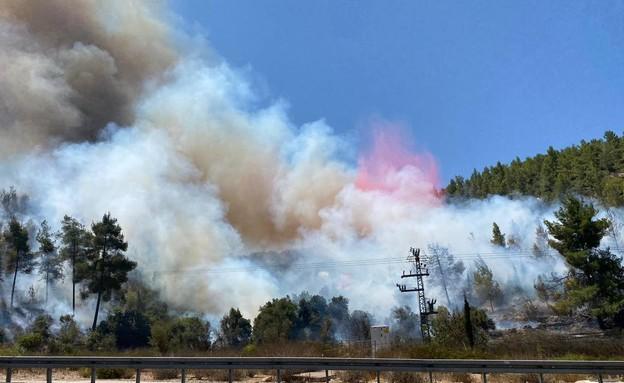 שרפה משתוללת באזור מחלף שורש