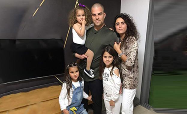 יסמין ולירן סגל עם הבנות נויה, רוני ומיה