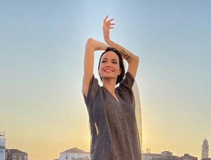 אנג'לינה ג'ולי בחופשה באיטליה (צילום: אינסטגרם)