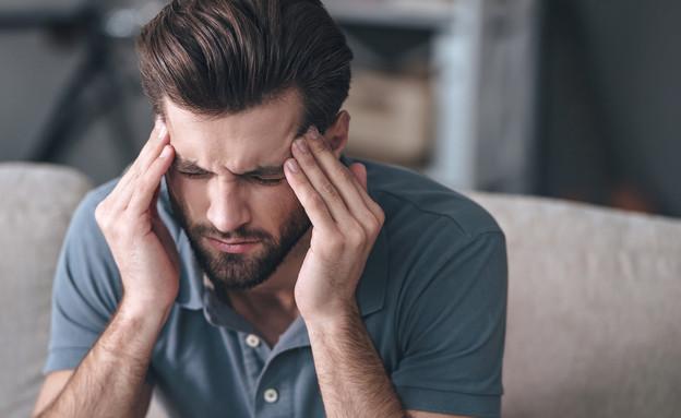 כאב ראש, מיגרנה (צילום: shutterstock by G-Stock Studio)
