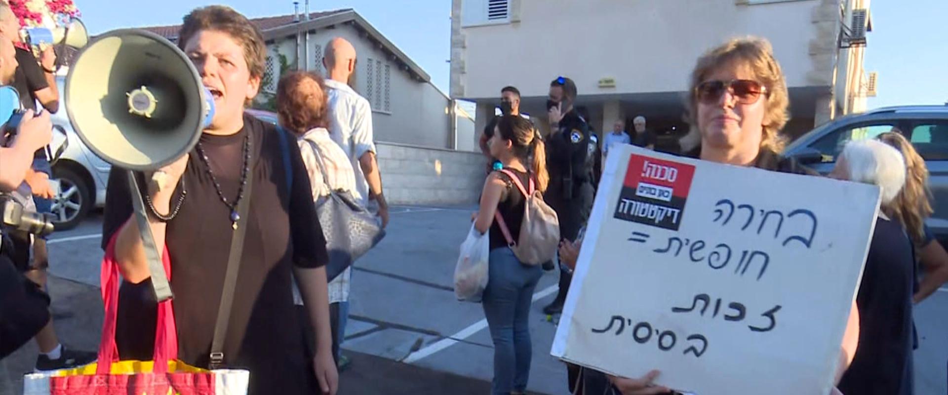 הפגנה של מתנגדי חיסונים (צילום: חדשות 12)
