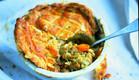 פשטידה עם עוף, כרישה ובצק עלים- ג'יימי אוליבר (צילום: דיוויד לופטוס וכריס טרי, ארוחות משפחתיות, הוצאת כנרת )