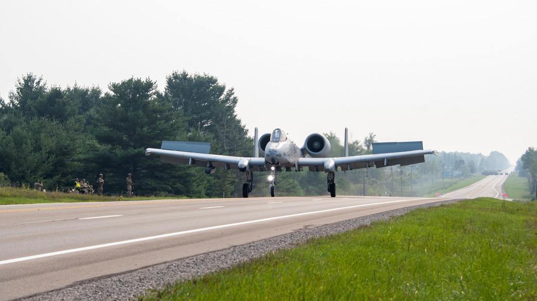 המטוסים במשימה (צילום: Senior Airman Alex M. Miller)
