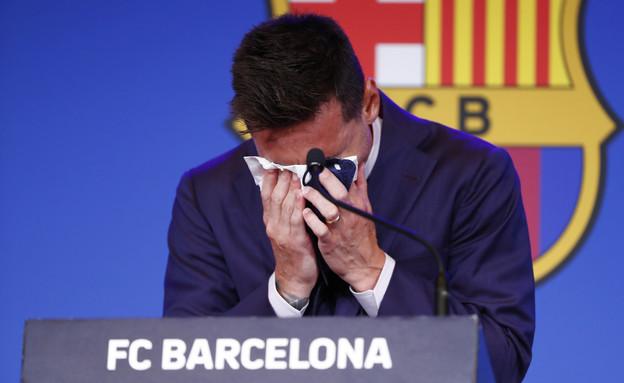 ליונל מסי פורש מקבוצת ברצלונה (צילום: AP)