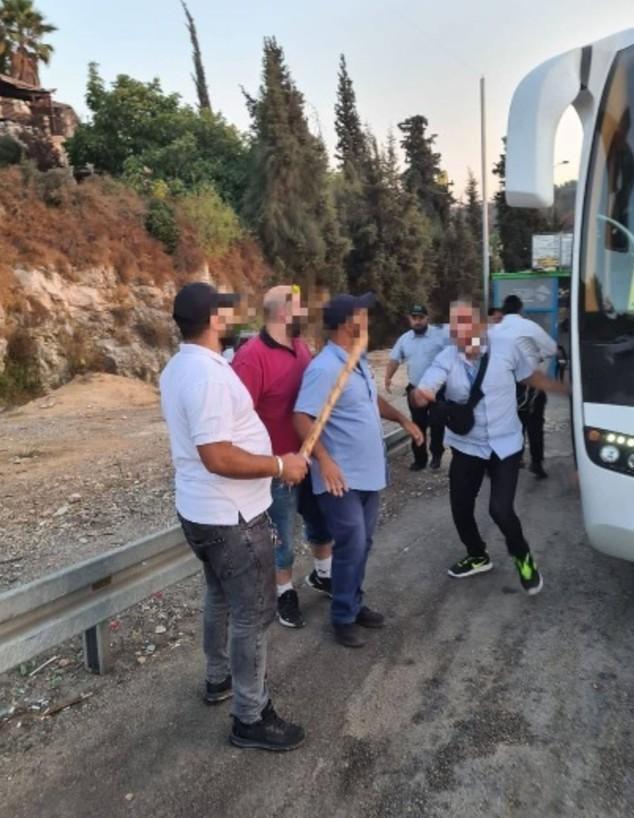 אלימות קשה בין נהג למבקר באוטובוס  (צילום: פרטי)