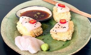 קוביות אורז צלויות עם סשימי  (צילום: רותם ליברזון, אוכל טוב)
