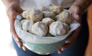 עוגיות אגוזים מושלגות (צילום: קרן אגם, אוכל טוב)