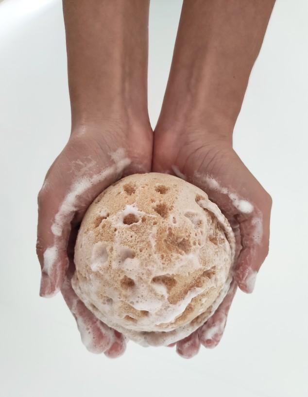 צרכנות אוג 21, ספוג רחצה סבון וניל בלונס (צילום: יחצ)