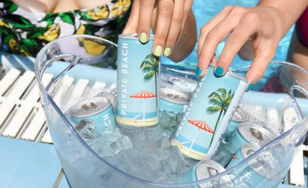 צרכנות אוג 21, פחיות יין private beach - 20 שח לפחית 69 שח למארז ר (צילום: גולי כהן)
