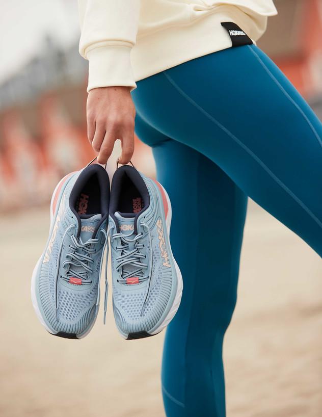 צרכנות אוג 21, נעלי הוקה גובה (צילום: יחצ HOKA)