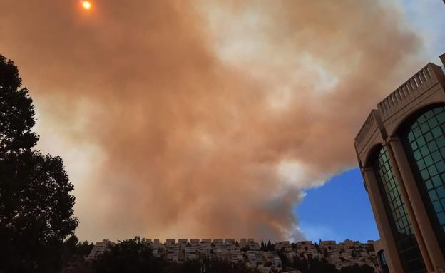 עשן מיתמר מעל הבירה: השרפה בהרי ירושלים התחדשה