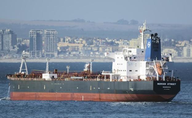 הספינה מרסר סטריט שהותקפה מול חופי עומאן, 2016 (צילום: AP)