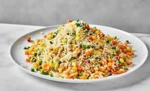 אורז לבן עם ירקות צבעוניים (צילום: אמיר מנחם, אוכל טוב)