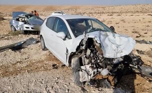 """תאונת דרכים במצפה רמון (צילום: דוברות מד""""א )"""