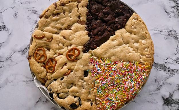 עוגיית ענק ב-6 טעמים. אחרי אפייה (צילום: רון יוחננוב, אוכל טוב)