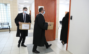 עורכי דינו של בנימין נתניהו נושאים חומר חקירה אל בית המשפט (צילום: ap)