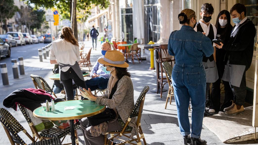החזרה לשגרה - מסעדות נפתחו מחדש (צילום: יונתן זינדל, פלאש 90)