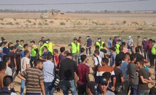 מפגנים בתהלוכת חמאס בגבול עזה