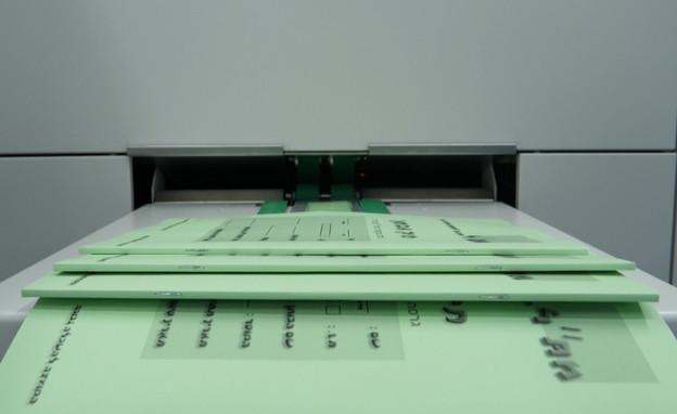 הדפסת שאלוני מבחן הפסיכומטרי (צילום: N12)