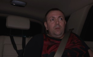רומן זדורוב בריאיון בדרך למעצר בית (צילום: N12)