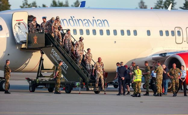 אנשי צבא ארצות הברית נוחתים במדינה לאחר הנסיגה מאפגניסטן (צילום: רויטרס)
