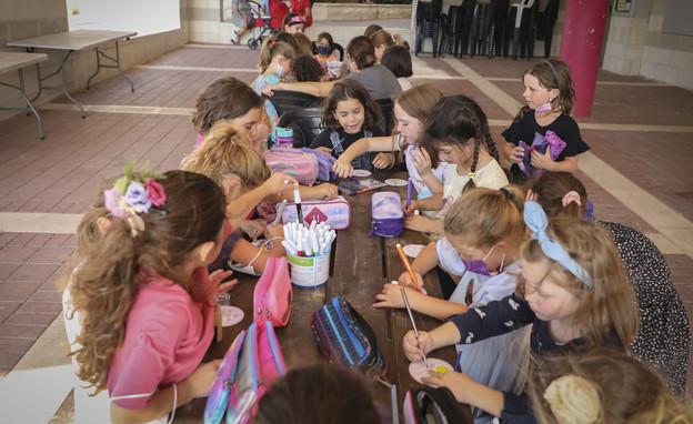 תלמידים, חוזרים ללימודים, כיתה, בית ספר, קורונה (צילום: גרשון אלינסון, פלאש 90)