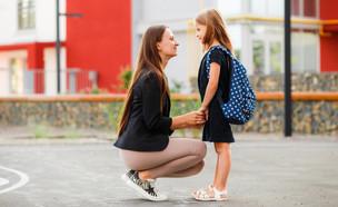 הורה ותלמידה (צילום: shutterstock by Galina Kovalenko)
