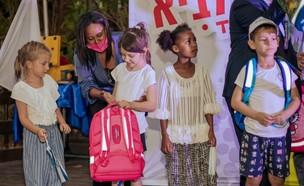 השרה עם ילדי עולים לקראת שנת הלימודים החדשה (צילום: נגה מלסה)
