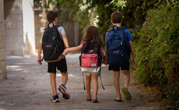 ילדים בדרך לבית הספר (צילום: יונתן זינדל, פלאש 90)