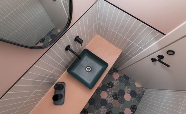 חדר רחצה צבעוני, עיצוב שרי גבעון - 3 (צילום: יואל אליווה)