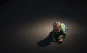 תינוק על כביש (אילוסטרציה: Image Source, Getty Images)