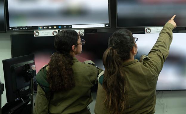 """בנות המטרו של שומר החומות (צילום: דובר צה""""ל)"""